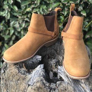 Brand New🌟TEVA⭐️Waterproof Short Boot in Neutral